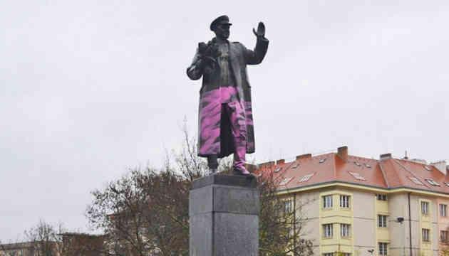 У Празі закрили брезентом пам'ятник радянському маршалу Конєву