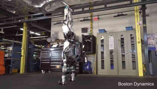 Робот від Boston Dynamics вже стрибає, перекидається і стає на руки
