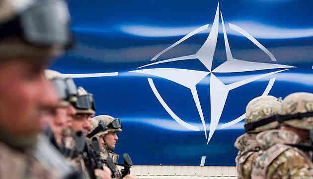 НАТО призупиняє тренувальну місію в Іраку