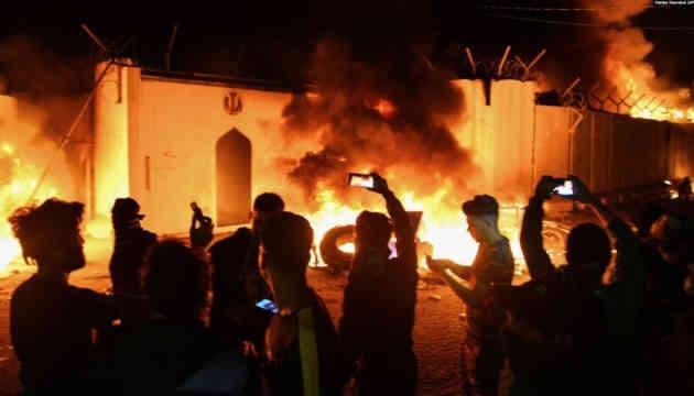 Протести в Іраку: мітингарі знову підпалили консульство Ірану