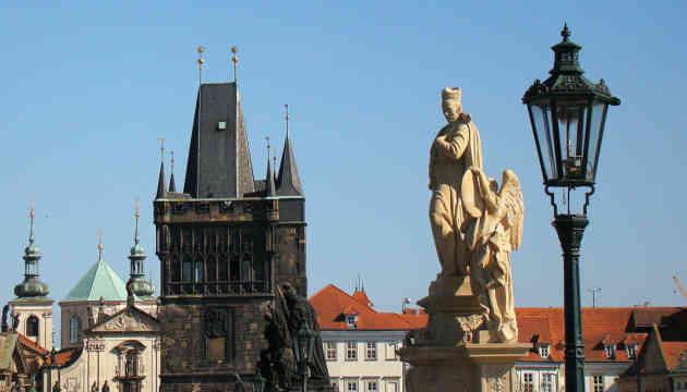 Чехія скасовує масковий режим на вулиці