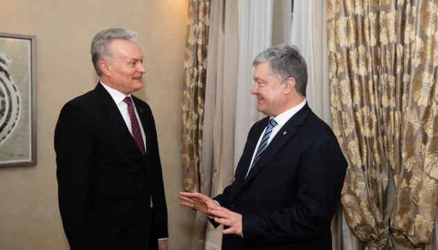 Порошенко і президент Литви Науседа занепокоєні спробами