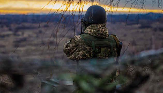 Російські окупанти з ПТРК обстріляли вантажівку, двоє військових поранені