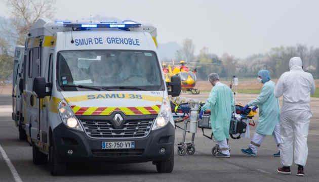 Тяжкохворих французів із COVID-19 евакуюють до лікарень сусідніх країн