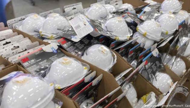 Китай за місяць продав майже чотири мільярди масок