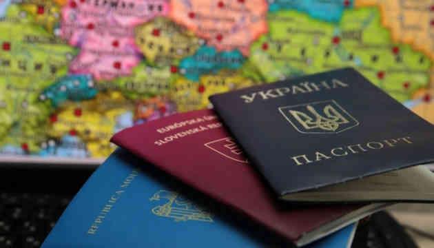 Кулеба про подвійне громадянство: Маємо знайти рішення, але не з агресором
