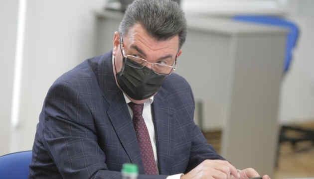 Зеленський доручив переглянути сценарії щодо Донбасу