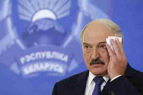 Лукашенко сильно хворий. Його потайки лікували в Еміратах, - політолог Тарас Березовець