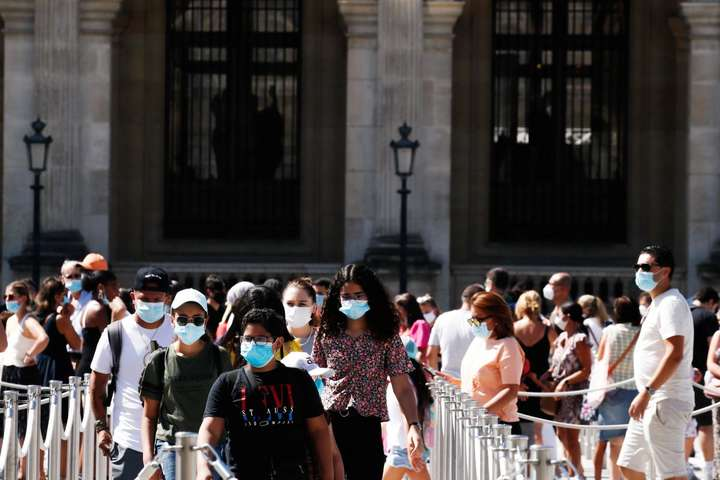 У Парижі запровадили обов'язкове носіння масок на вулиці