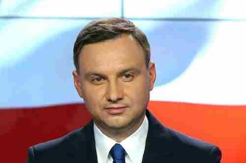 Онкохворі важливіше ніж якась шмаркля!: Президент Польщі Дуда не поїде на