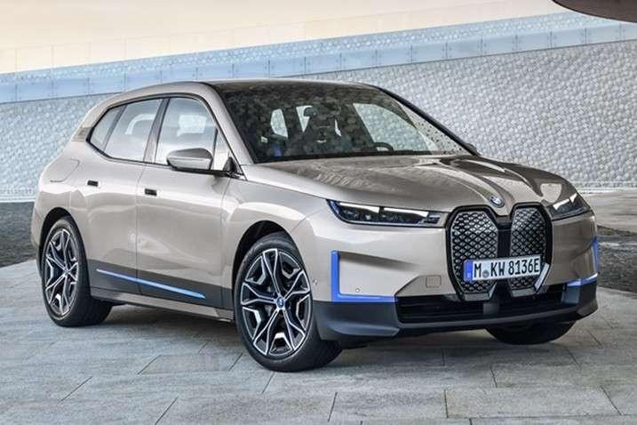 BMW представила електричний кросовер, який регенерує подряпини