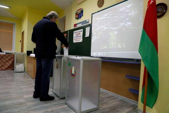 Спостерігачі зафіксували сотні порушень під час виборів у Білорусі