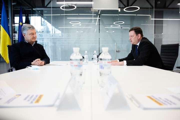 Петро Порошенко обговорив з послом Латвії ситуацію на Донбасі
