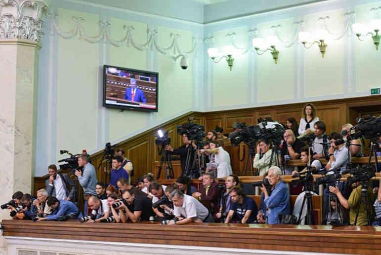 Убыточные манипуляторы. Зеленский начнет интегрировать Украину в ОРДЛО с журналистов