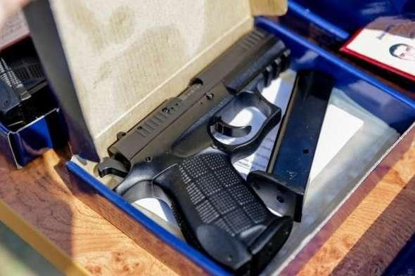 Верховний суд дозволив Міноборони таємно нагороджувати громадян вогнепальною зброєю