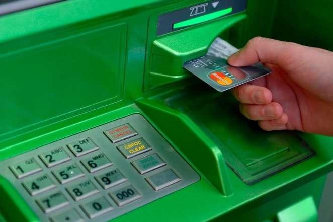 Приватбанк починає видачу карток для грошей на «пакунок малюка»