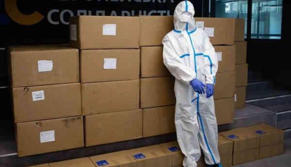 У Києві медики отримали захисні комплекти від Фонду Порошенка