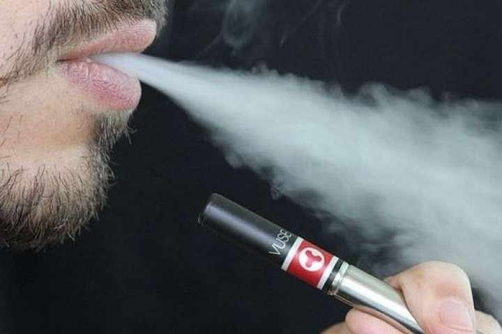 Науковці США встановили головного винуватця «епідемії вейпінгу»