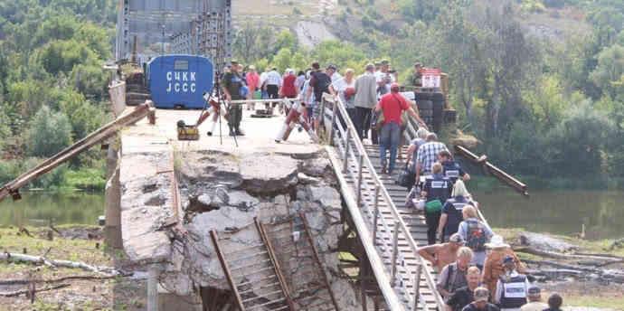 Українська сторона демонтувала фортифікації в Станиці Луганській
