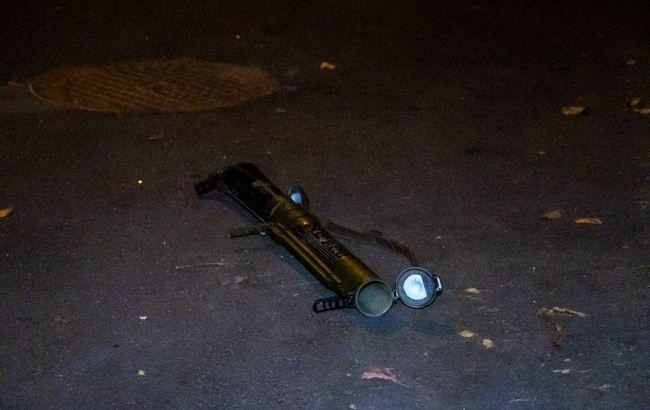 У центрі Києва з гранатомета обстріляли будівлю