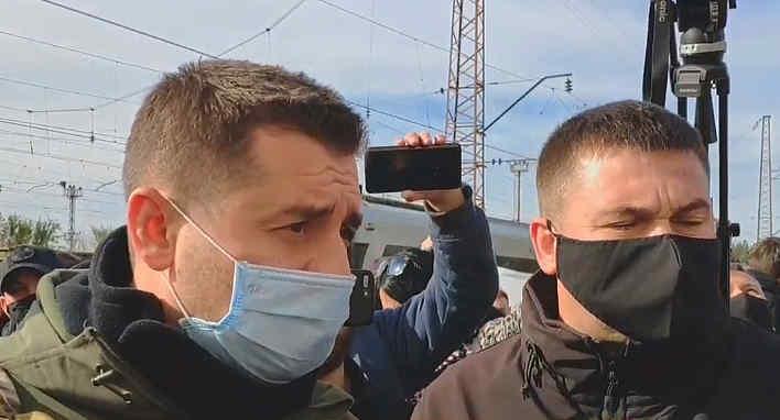 """""""Що ви зробили для цієї армії? Продалися!"""": поїздка """"Слуг народу"""" на Донбас почалася з конфлікту з ветеранами"""