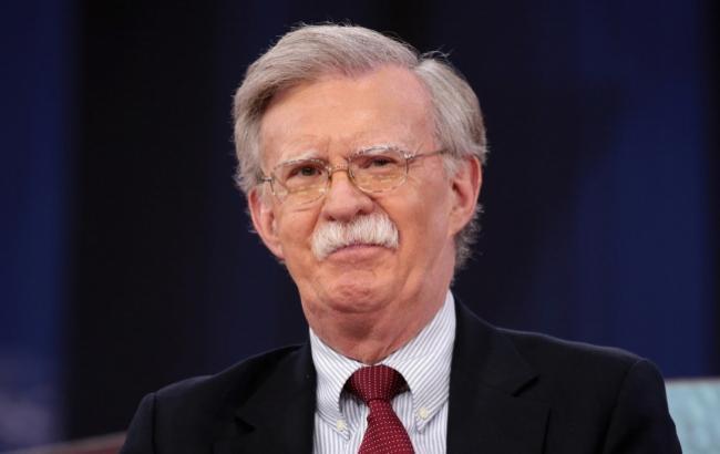 Болтон закликає банкірів і трейдерів не заключати угод з Венесуелою