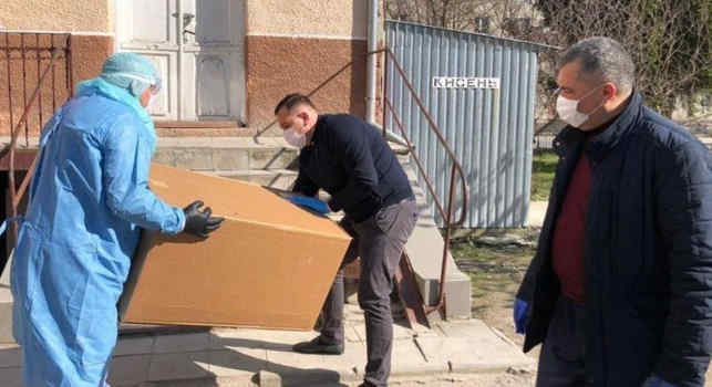У Монастириську лікарню на Тернопольщині, де зафіксовано спалах коронавірусу, привезли реанімаційне обладнання від Фонду Порошенка