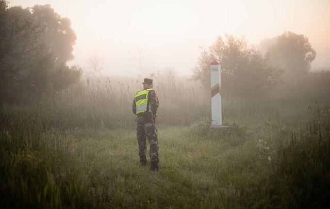 Литва почала завертати назад мігрантів з Білорусі, що перетинають кордон у лісах