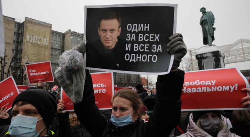 Между Ельциным и Гитлером. Чем закончится симуляция российской революции от Навального