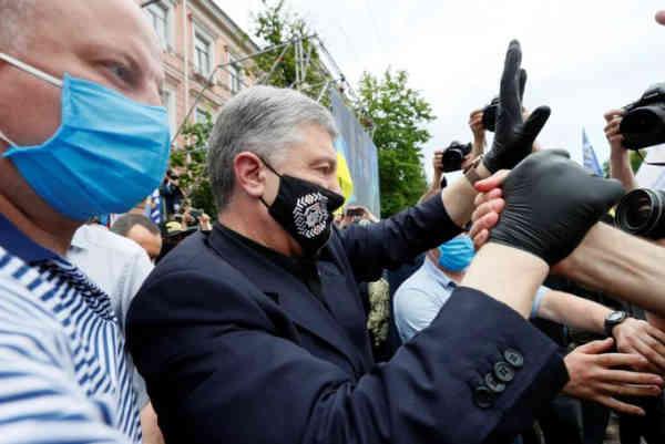 Тисячі людей з Одеси та Харкова їдуть до Києва, щоб підтримати Порошенка: відео