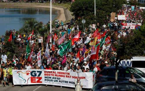 У Франції поліція застосувала водомети на мітингу проти саміту G7