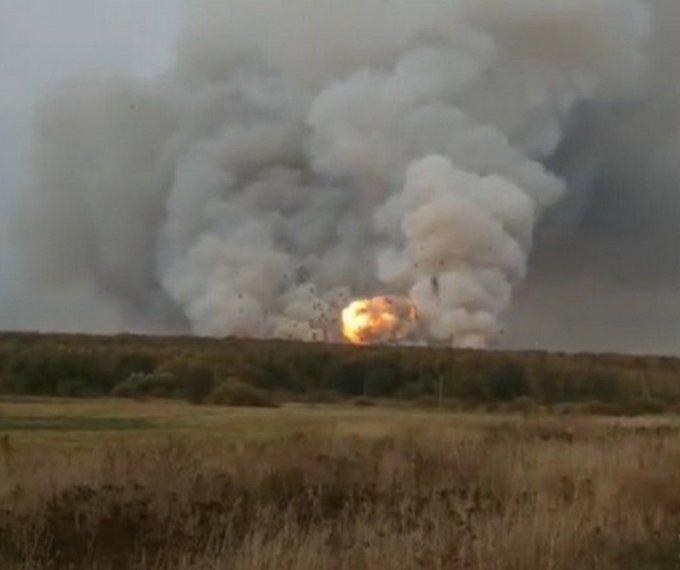 На Московії горить склад боєприпасів, чути вибухи