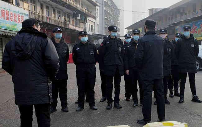 У Китаї закрили вже 13 міст через смертельний вірус, в Шанхаї не працює Діснейленд