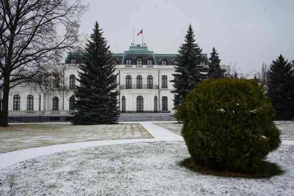 Площу перед посольством РФ у Празі перейменують на честь Нємцова