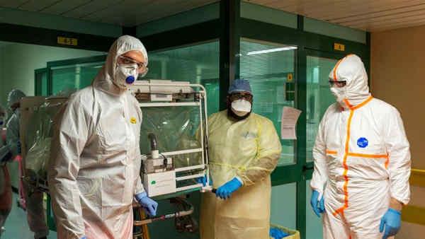 Коронавірус в Італії: відновилося зростання числа заражених, померлих вже більше 8000