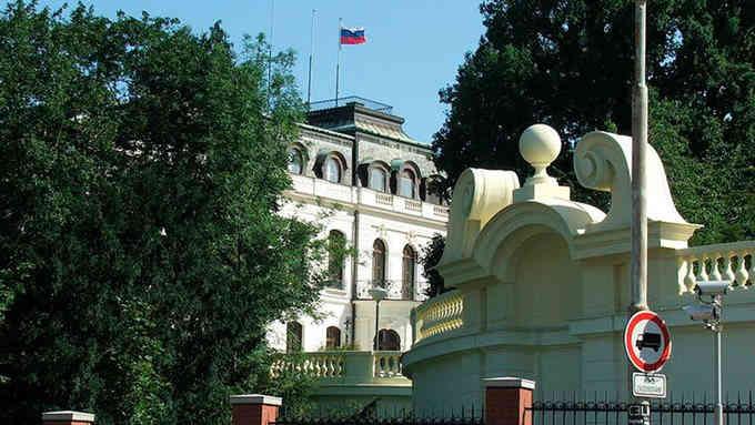 Прага висилає двох російських дипломатів через погрози отруєння чеських політиків