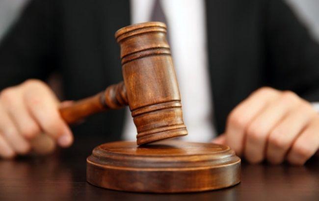 Екс-прокурору-зраднику заочно дали 9 років за службу в