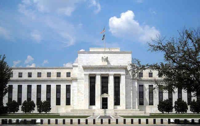 Федеральна резервна система США екстрено знизила облікову ставку