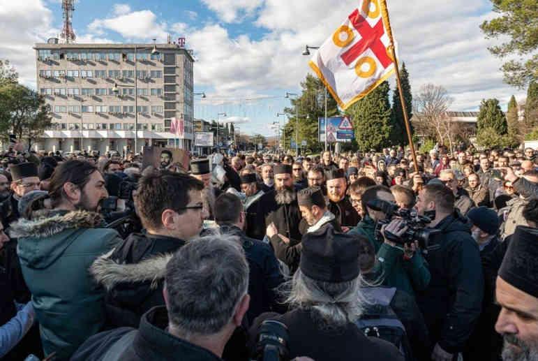 Гибридное православие. Как Сербская церковь раскачивает Черногорию
