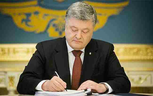 Петро Порошенко підписав указ про звільнення голови Нацради з телерадіомовлення