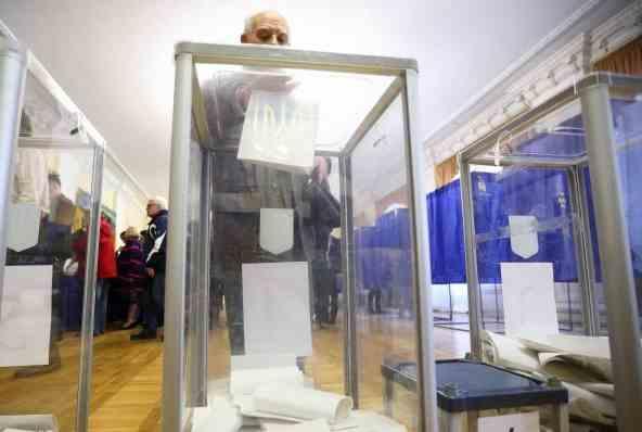 ЦВК доручила передати бюлетені на виборчі округи