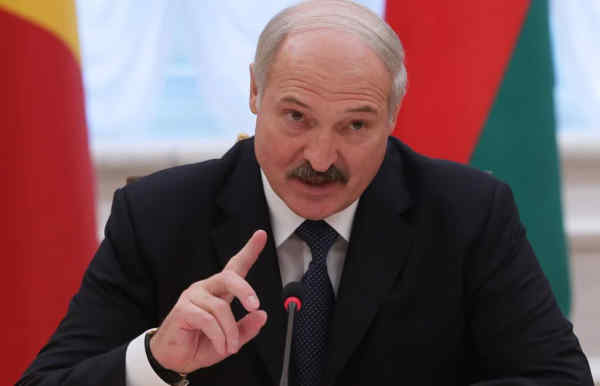 Лукашенко: не дозволимо повернути білорусів під батіг і