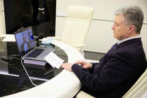 Порошенко на безпековому форумі у Галіфаксі запропонував залучити Вашингтон до Нормандського формату, укласти безпекову угоду із США і реформувати Радбез ООН