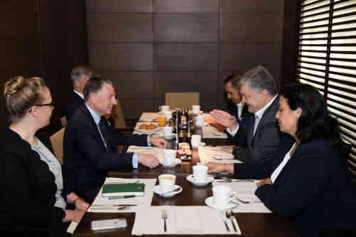 Розмови про запрошення РФ до Великої сімки передчасні та хибні – Петро Порошенко зустрівся з Куртом Волкером