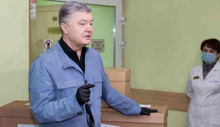 Вінницьких медиків і педагогів протестують безкоштовно!: Петро Порошенко передав 5 тисяч ІФА-тестів на антитіла до COVID-19 Вінницький ЛДЦ