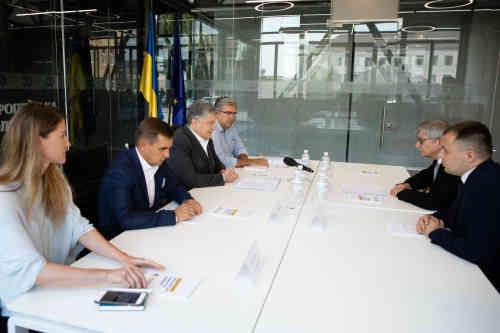 Петро Порошенко зустрівся з головою Міжнародної спостережної місії Світового Конгресу Українців