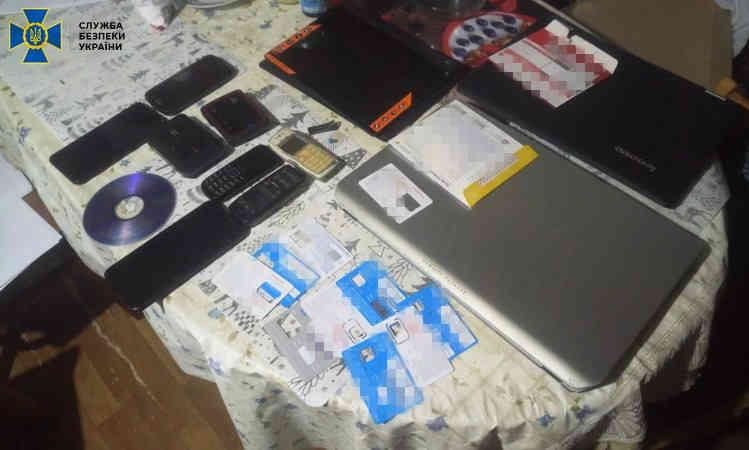 СБУ викрила у Дніпрі приватних детективів на прослуховуванні користувачів смартфонів