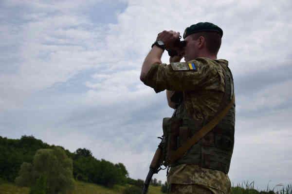 Кордон із Білоруссю охороняють додаткові резерви, дрони і катери