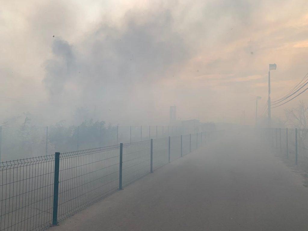 Попри заяви Зеленського: місцеві жителі кажуть, що саме обстріли бойовиків спричинили пожежі на Луганщині