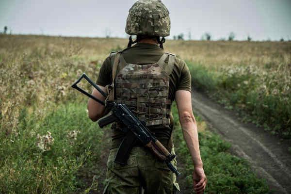 У ЗСУ не видали накази про дозвіл на перебування російських окупантів біля українських позицій — Бутусов